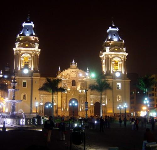 Catedral de Lima, Plaza de armas